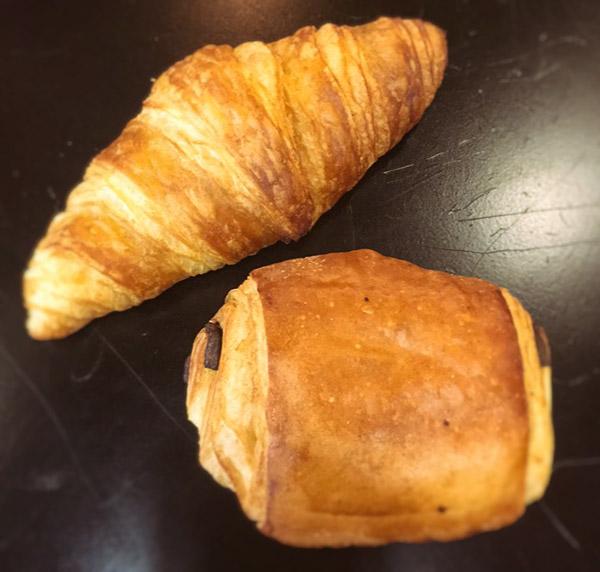 Croissants et chocolatines ... miam ! par La Boulange d'Angéline.